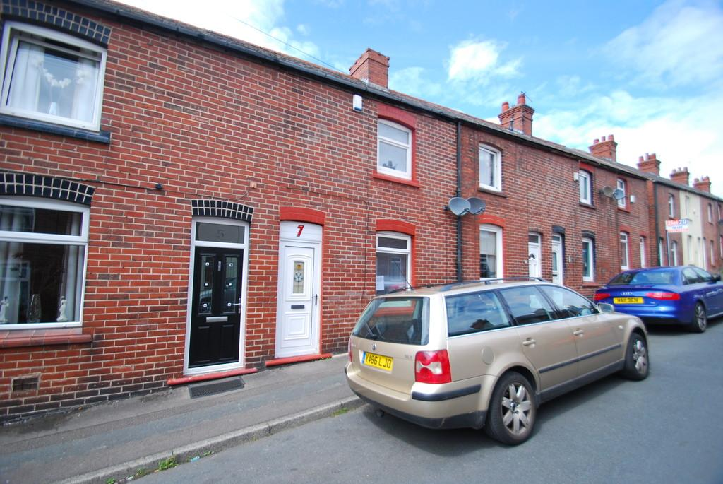 2 Bedrooms Terraced House for sale in School Street, Darton S75