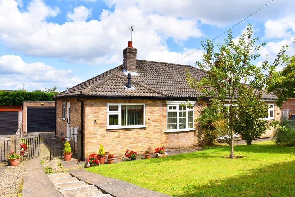 2 Bedrooms Semi Detached Bungalow for sale in Hill Top Walk, Harrogate