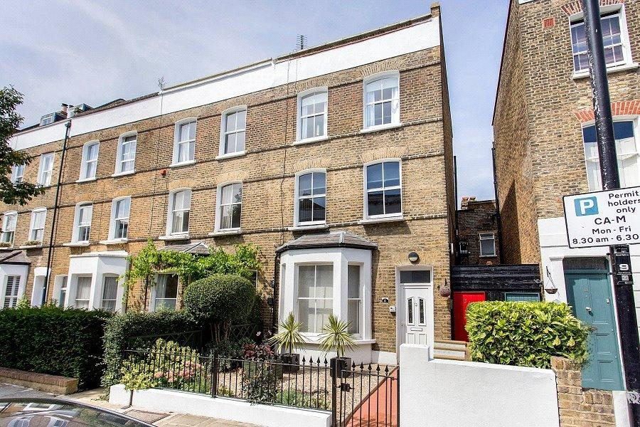 3 Bedrooms Flat for sale in Falkland Road, Kentish Town, London, NW5