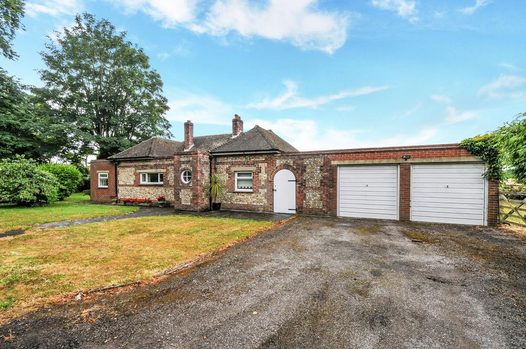 2 Bedrooms Detached Bungalow for sale in Rew Lane, Summersdale