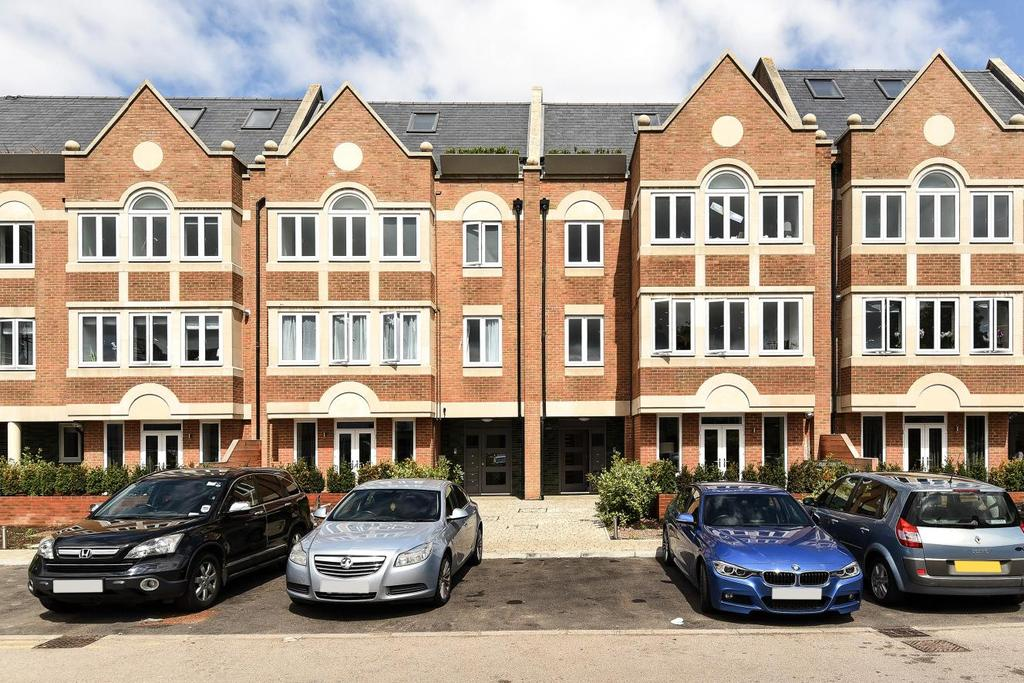 2 Bedrooms Flat for sale in Ealing Green, Ealing, W5