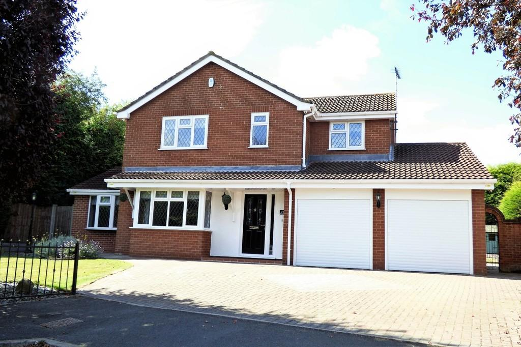4 Bedrooms Detached House for sale in Bitham Court, Stretton
