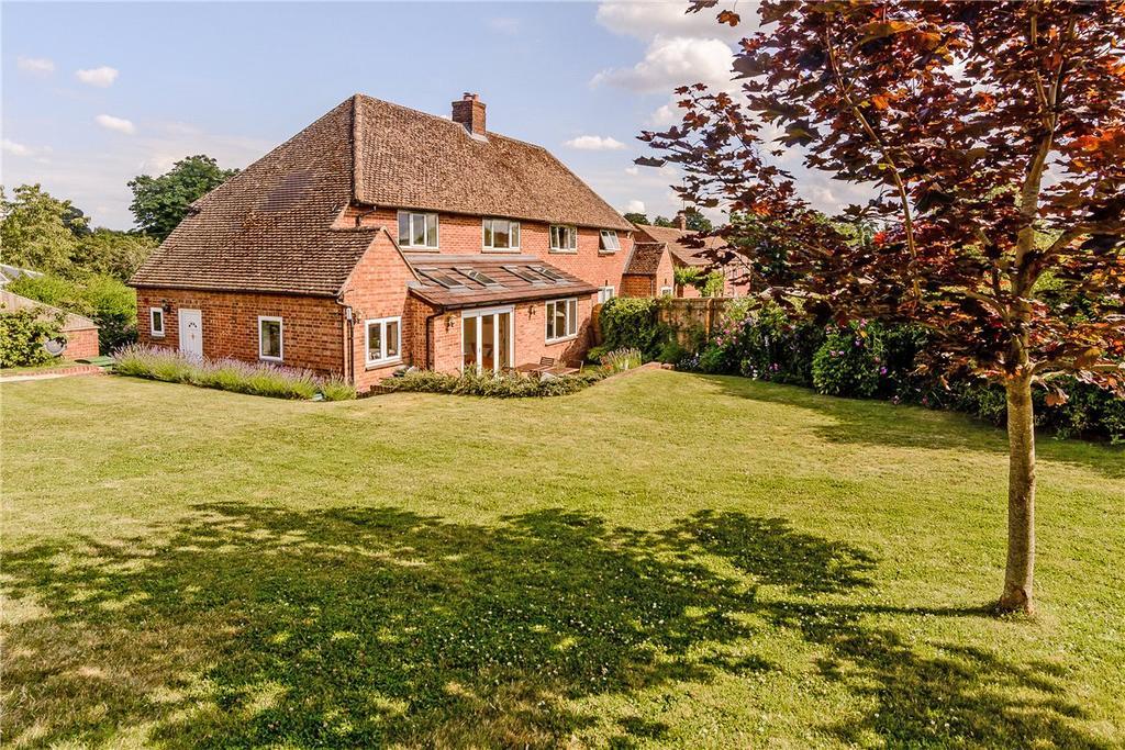3 Bedrooms Semi Detached House for sale in Rowles Paddock, West Ilsley, Newbury, Berkshire, RG20