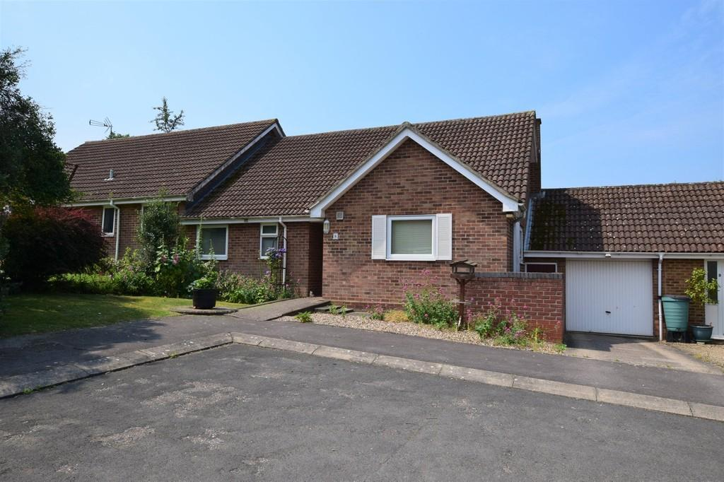 2 Bedrooms Semi Detached Bungalow for sale in Vicars Orchard, Bulmer, Sudbury CO10 7TB