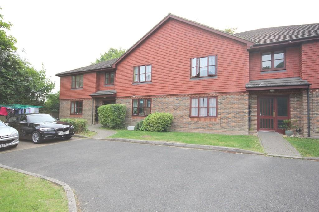 2 Bedrooms Apartment Flat for sale in Croft Road, Crowborough
