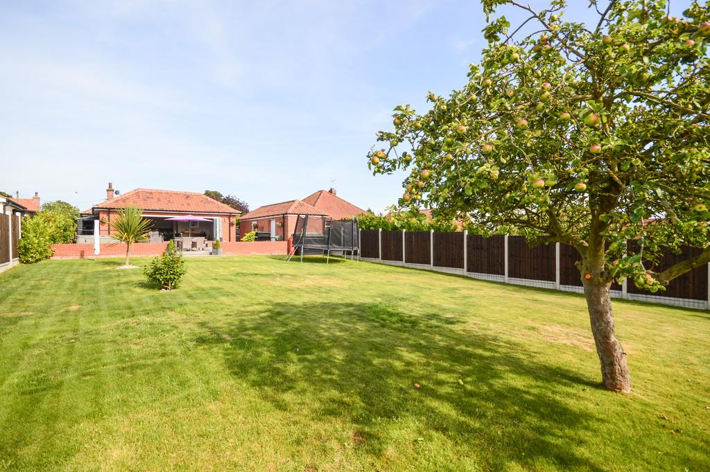 3 Bedrooms Detached Bungalow for sale in Brantham Hill, Brantham, CO11 1SH