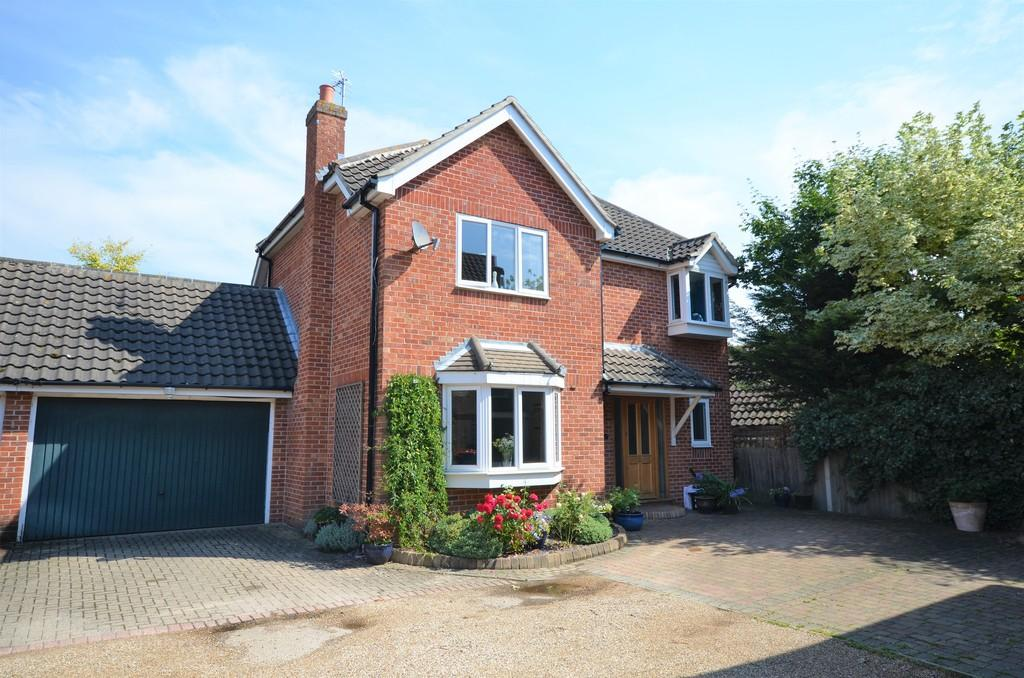 4 Bedrooms Detached House for sale in Centaury Close, Stanway, West Colchester