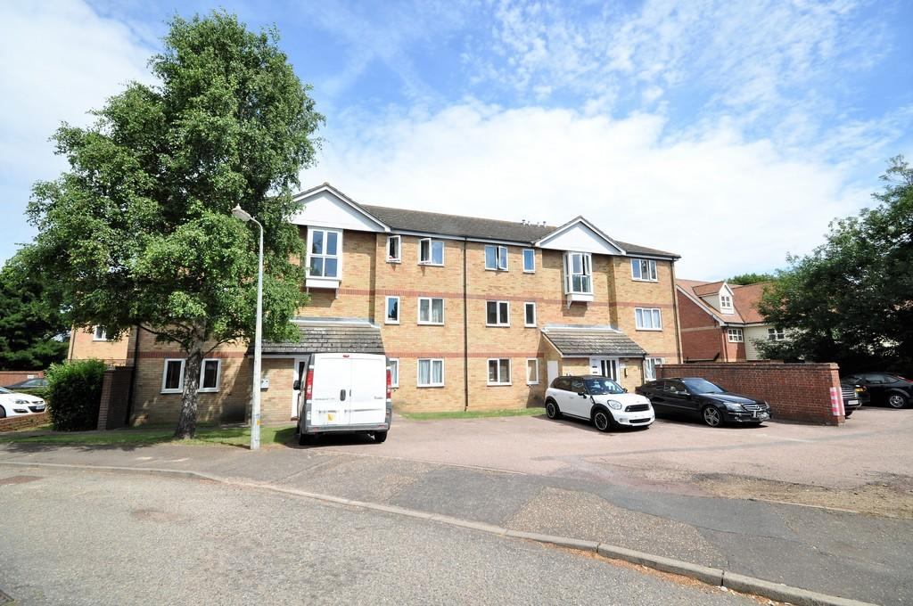 2 Bedrooms Ground Flat for sale in The Rookeries, Marks Tey, West Colchester