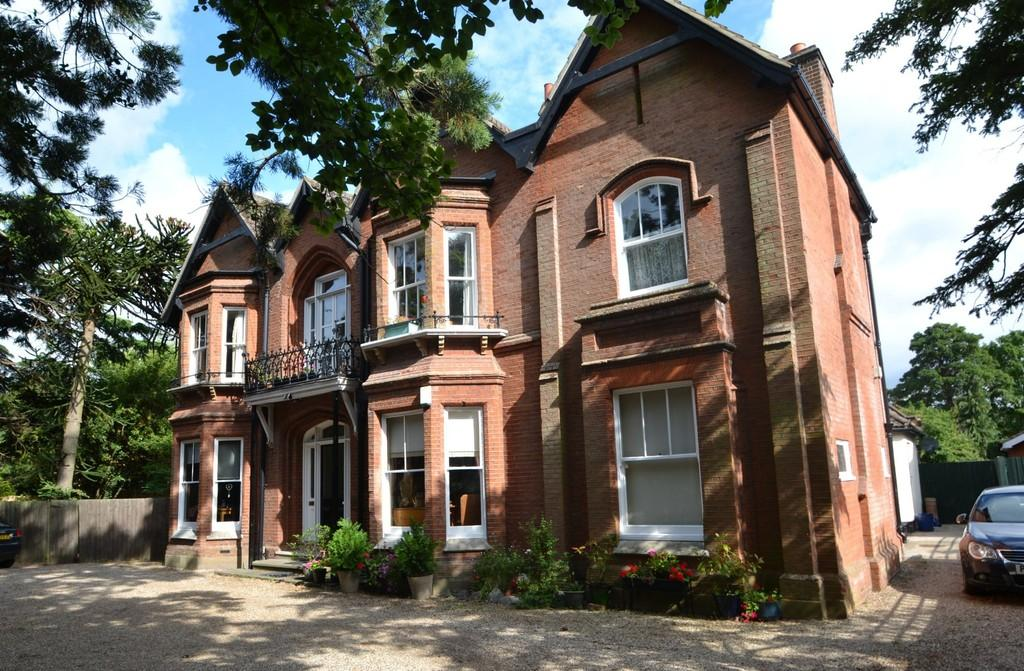 2 Bedrooms Apartment Flat for sale in Park Road, Ipswich, Suffolk, IP1 3SS