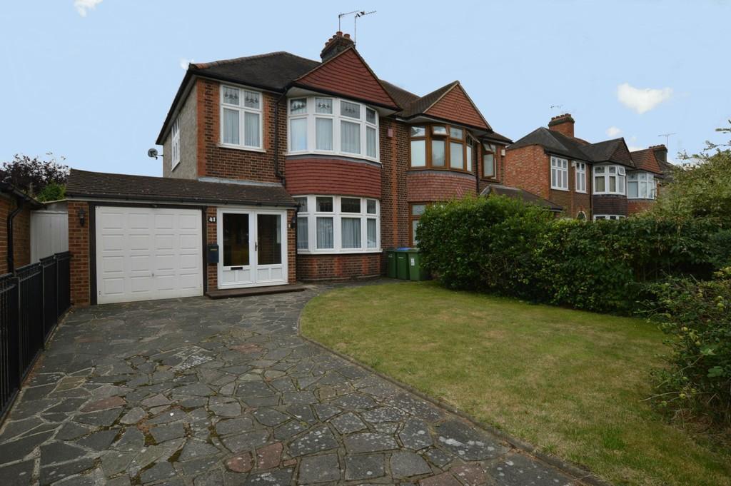 3 Bedrooms Semi Detached House for sale in Middle Park Avenue, Eltham SE9