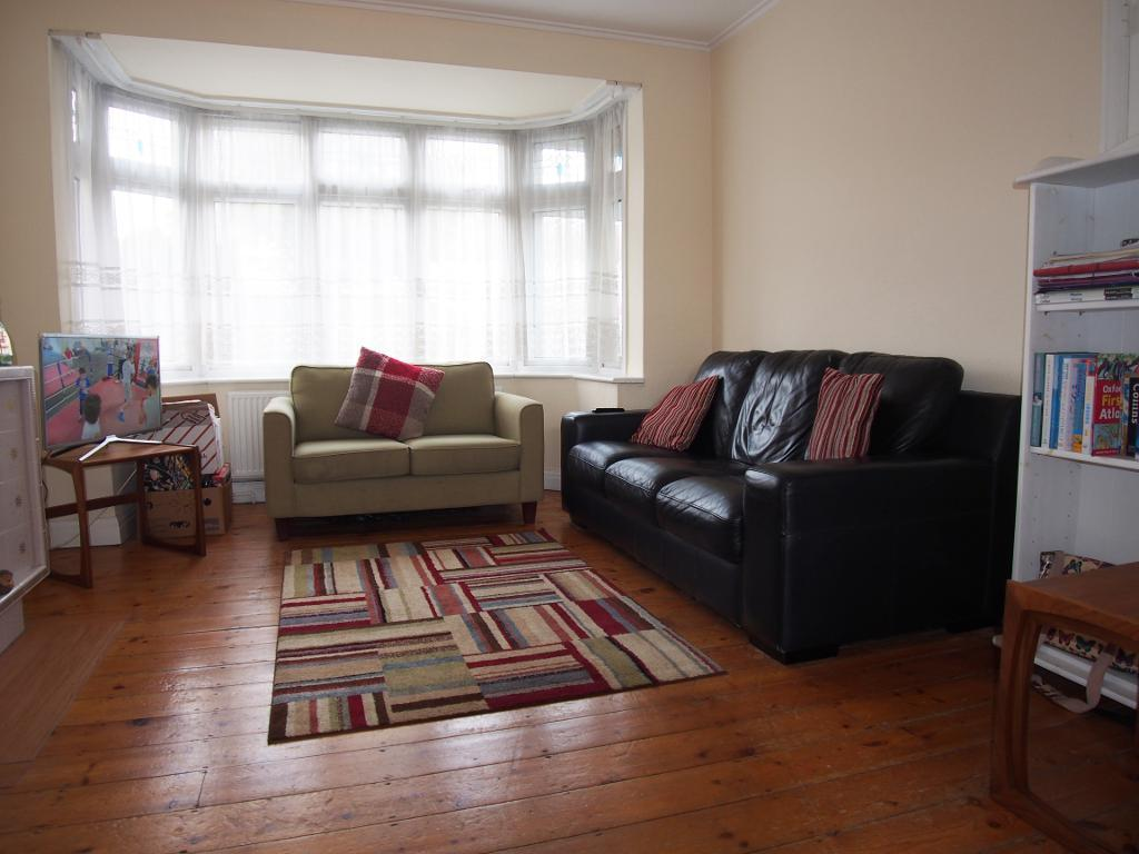3 Bedrooms Terraced House for sale in The Fairway, London, N13 5NE