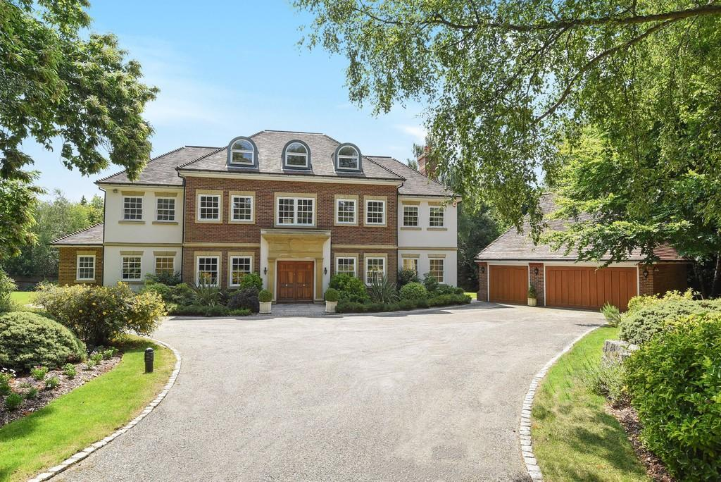 7 Bedrooms Detached House for sale in Woodland Way, Kingswood