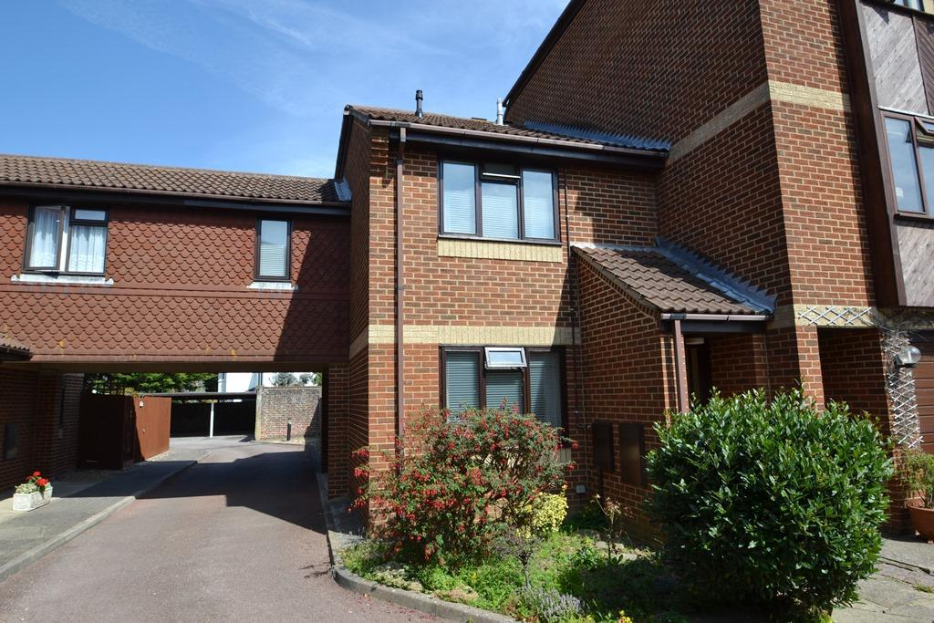3 Bedrooms Terraced House for sale in St Botolphs Road, Worthing, BN11 4JQ