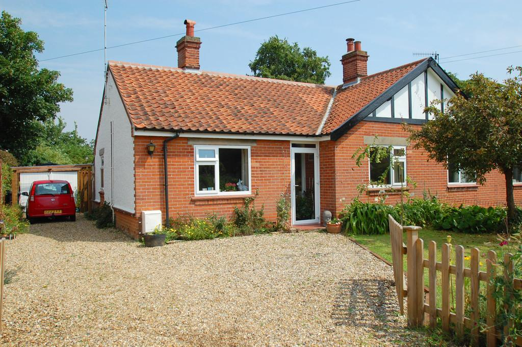 2 Bedrooms Semi Detached Bungalow for sale in Crow Road, North Walsham