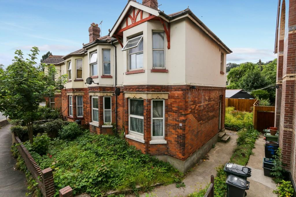 2 Bedrooms Ground Flat for sale in Station Road, Newton Abbot