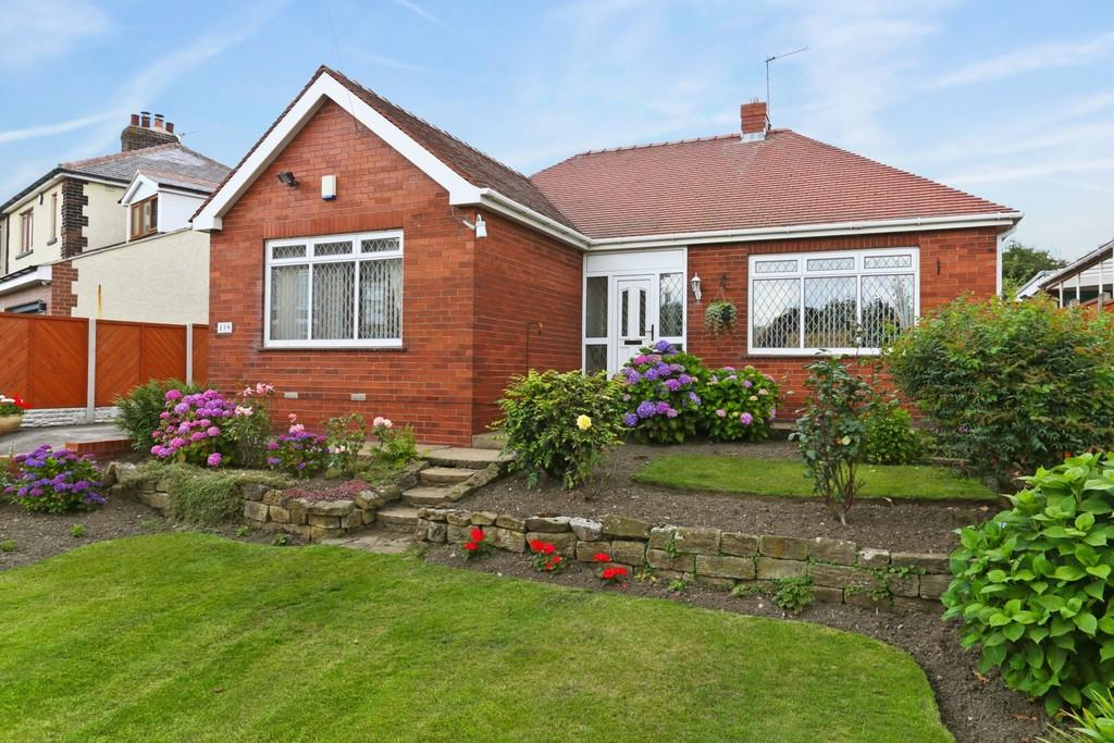 2 Bedrooms Detached Bungalow for sale in Wrenthorpe Lane, Wrenthorpe