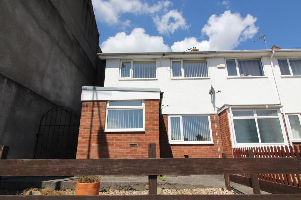 3 Bedrooms End Of Terrace House for sale in Cardiff Road, Barry