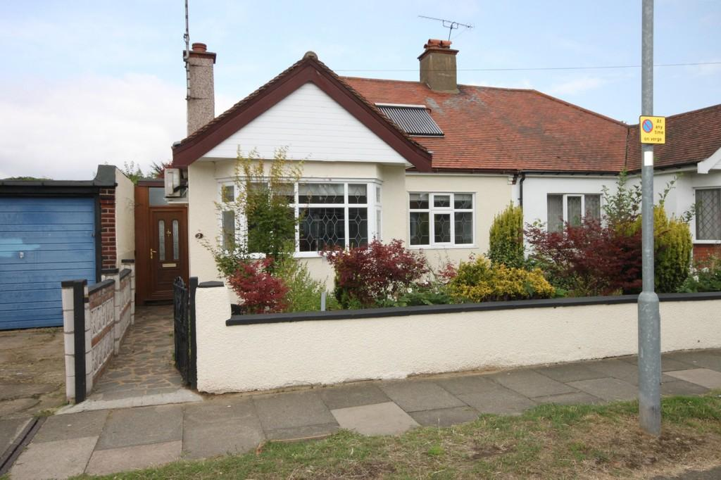 2 Bedrooms Semi Detached Bungalow for sale in Walsingham Road, Southend-on-Sea
