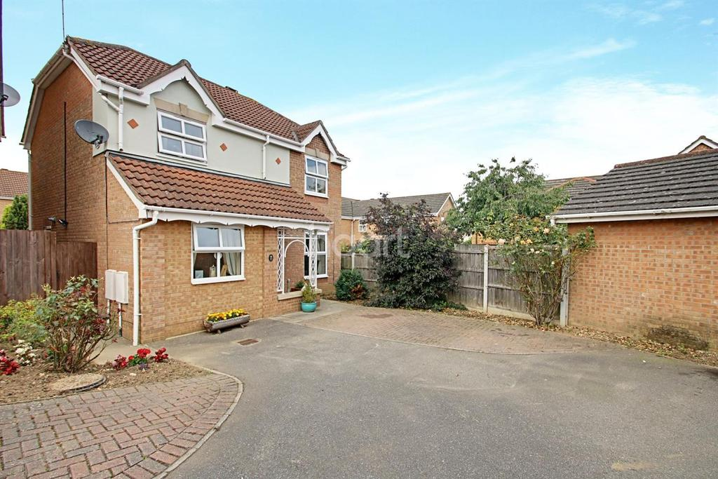4 Bedrooms Detached House for sale in Crown Meadow, Braintree