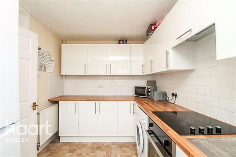 4 bedroom terraced house to rent - Rushbrook Road, Woodley, RG5 3DN
