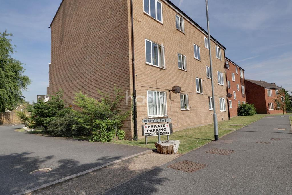 2 Bedrooms Flat for sale in Benyon Path, South Ockendon