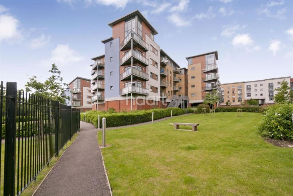 2 Bedrooms Flat for sale in Wallis Place, Maidstone, Kent, ME16