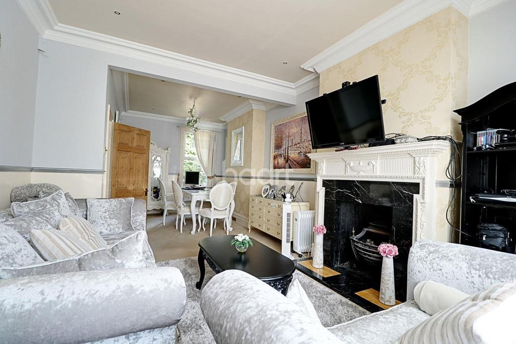 3 Bedrooms End Of Terrace House for sale in Brentwood Road, Romford