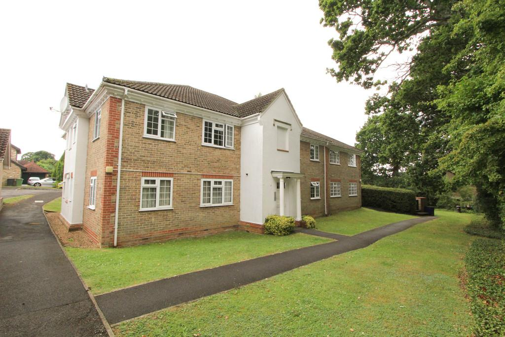 1 Bedroom Apartment Flat for sale in Dunnock Close, Rowland's Castle