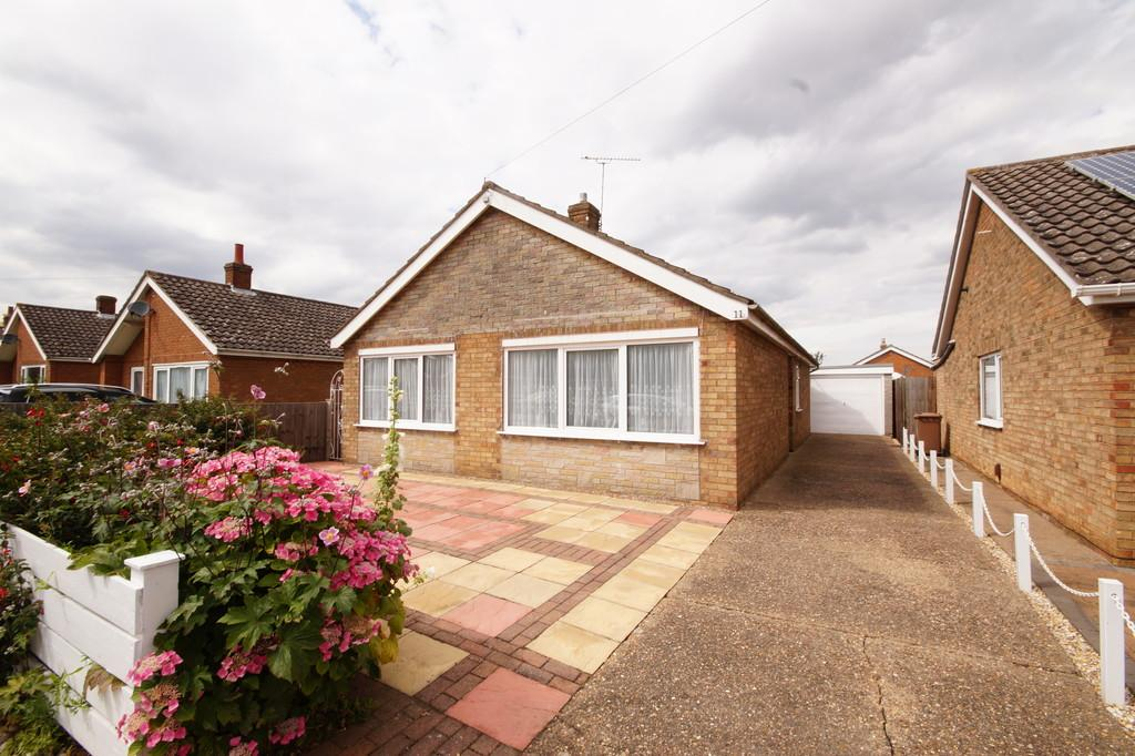 3 Bedrooms Detached Bungalow for sale in Newport Crescent, Waddington, Lincoln