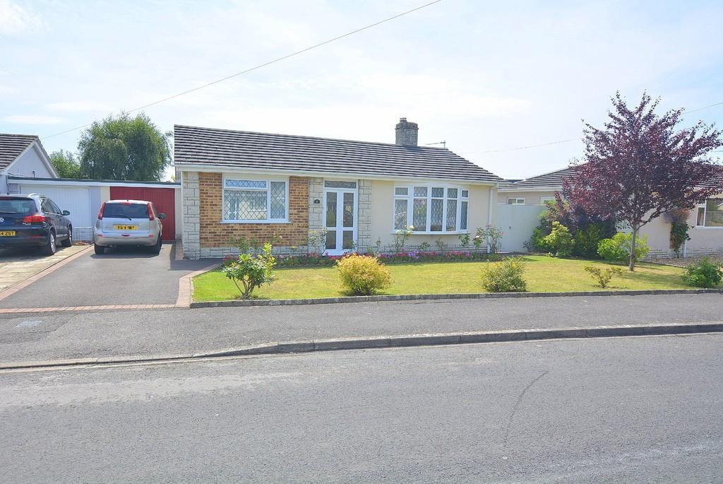 2 Bedrooms Detached Bungalow for sale in Hounds Way, Wimborne