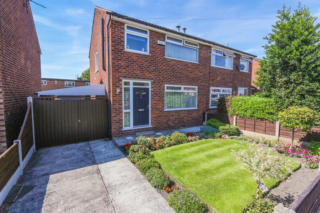 3 Bedrooms Semi Detached House for sale in 3 Berkshire Drive, Cadishead, Manchester