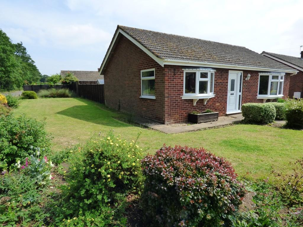 3 Bedrooms Detached Bungalow for sale in Grove Dale, Newton Flotman