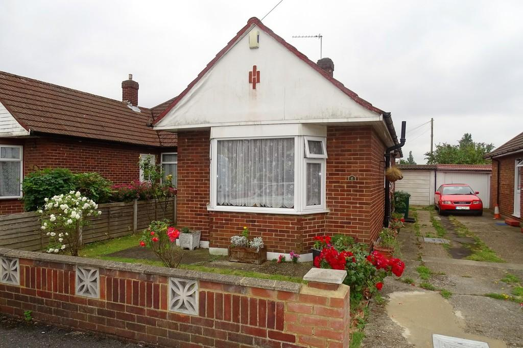 2 Bedrooms Semi Detached Bungalow for sale in Brook Close, Stanwell, TW19