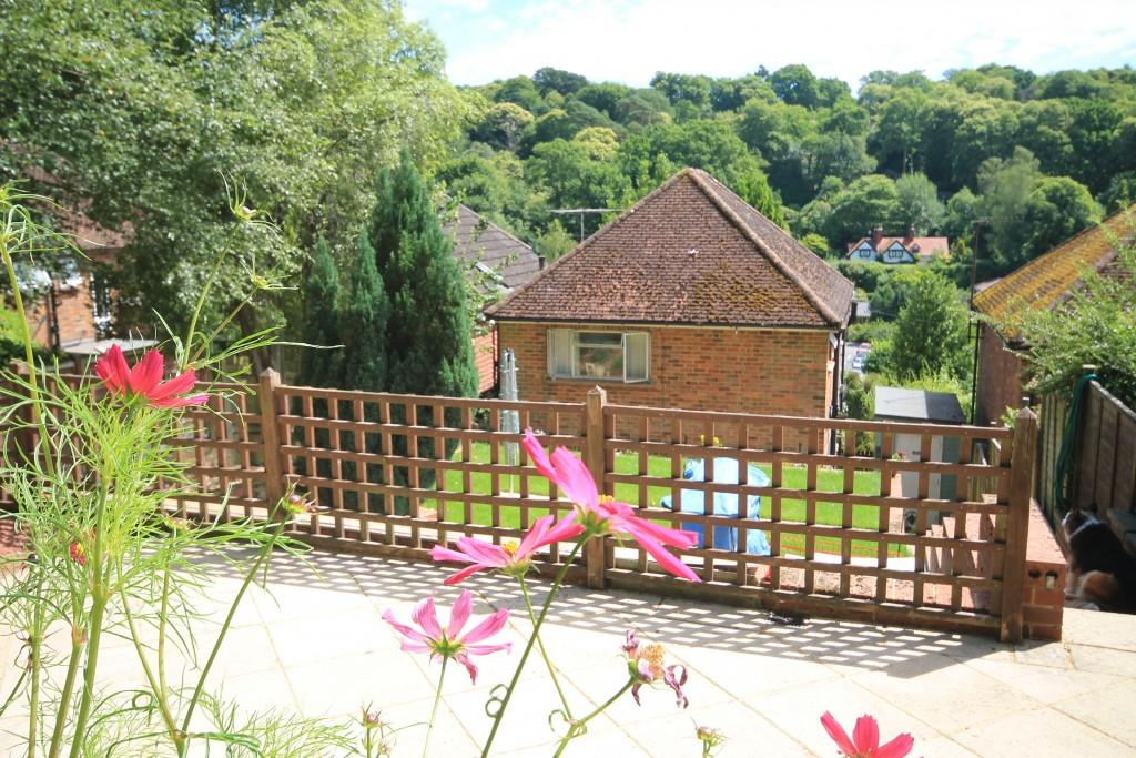 3 Bedrooms Detached House for sale in Cherry Tree Avenue, Haslemere