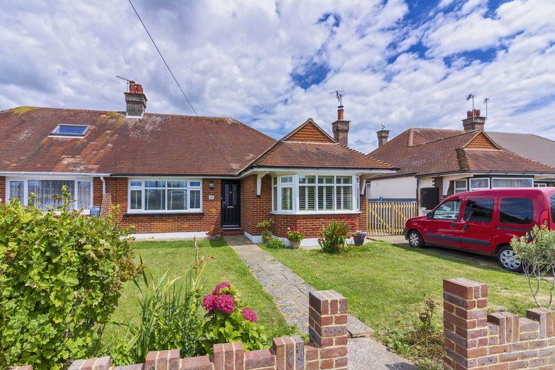 2 Bedrooms Bungalow for sale in Lindum Road, Worthing