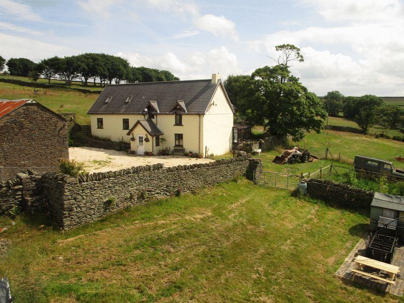 4 Bedrooms Detached House for sale in Pen Mount Farm House, Treharris