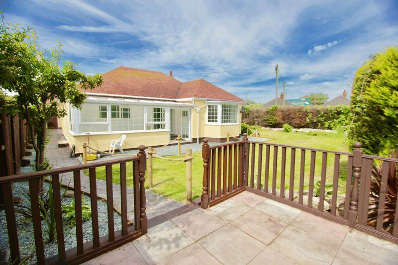 3 Bedrooms Detached Bungalow for sale in Ceg y Ffordd, Prestatyn