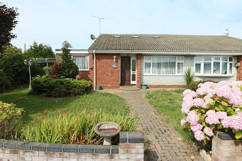 3 Bedrooms Semi Detached Bungalow for sale in Robin Hill, Lowestoft