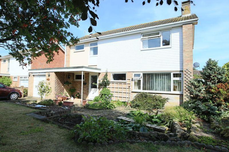 4 Bedrooms Detached House for sale in Fleetdyke Drive, Lowestoft