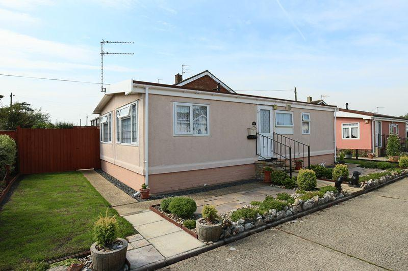 2 Bedrooms Mobile Home for sale in The Beeches off Victoria Road, Oulton Broad,