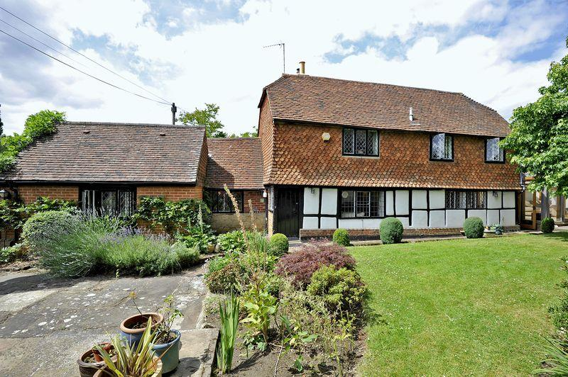 3 Bedrooms Detached House for sale in Shere Road, Ewhurst
