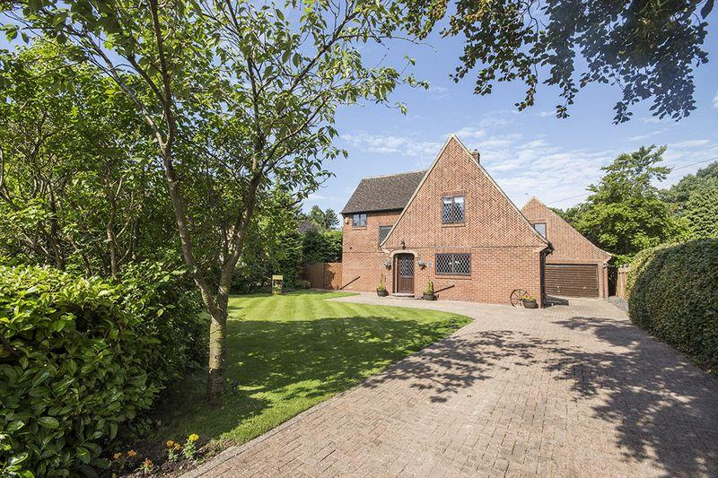 5 Bedrooms Detached House for sale in Eastern Way, Darras Hall, Ponteland