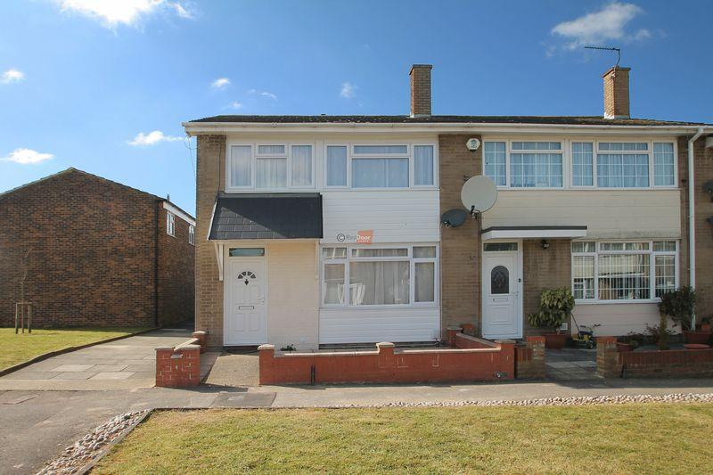 3 Bedrooms Terraced House for sale in Chatham Grove, Chatham