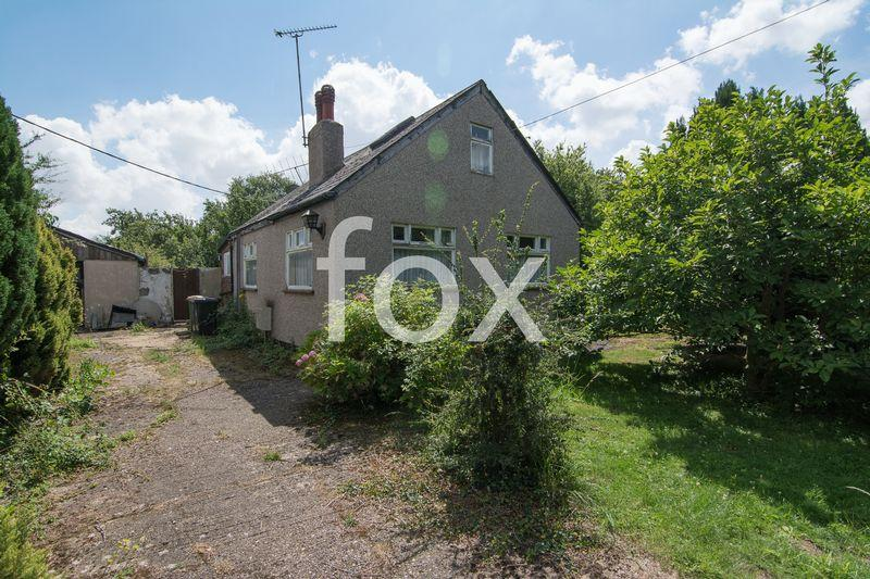 3 Bedrooms Detached Bungalow for sale in Ellesmere Road, Rochford