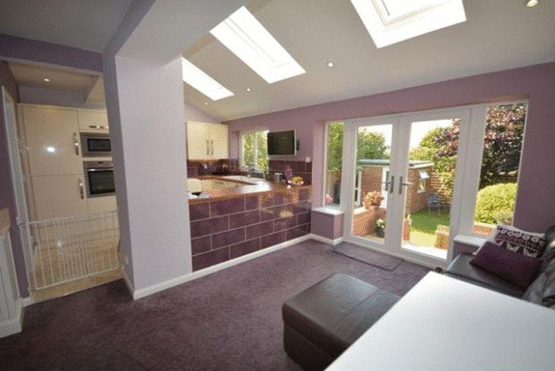 3 Bedrooms Semi Detached House for sale in Lang Lane, West Kirby