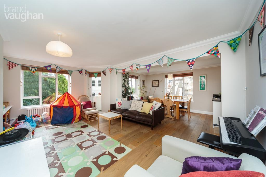 3 Bedrooms Apartment Flat for sale in Wick Hall, HOVE, BN3