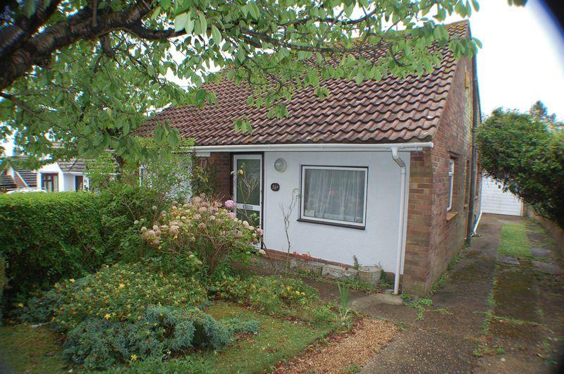 2 Bedrooms Bungalow for sale in The Ridgway, Woodingdean, Brighton