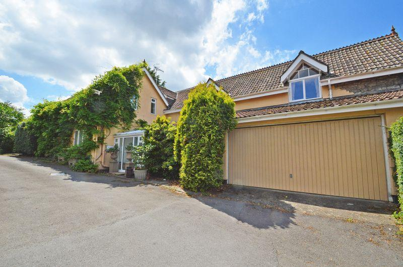 5 Bedrooms Detached House for sale in Sought after location in Churchill