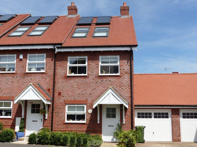 3 Bedrooms Semi Detached House for sale in Campbell Road, Marlow