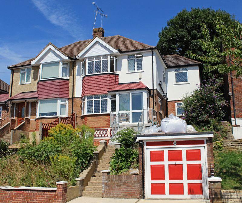 3 Bedrooms Semi Detached House for sale in Hyde Road, Sanderstead, Surrey